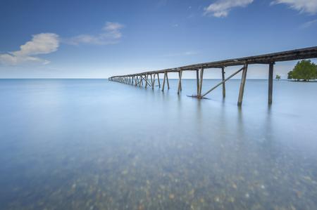 古い桟橋 Kalapahan ビーチ Lahad Datu サバ ボルネオ、マレーシアで 写真素材 - 47863298