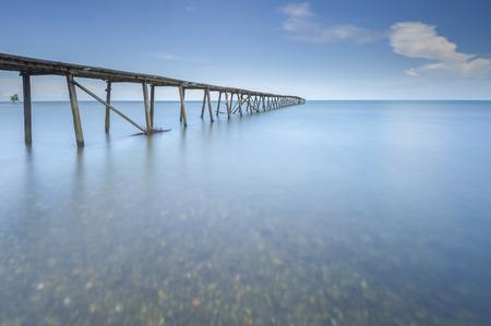古い桟橋 Kalapahan ビーチ Lahad Datu サバ ボルネオ、マレーシアで 写真素材 - 47863267