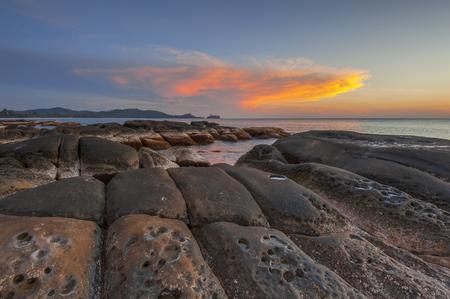 ボルネオ島サンセット、シンパン Mengayau、ボルネオ、マレーシア ・ サバ州の先端の日の出 写真素材 - 48543467