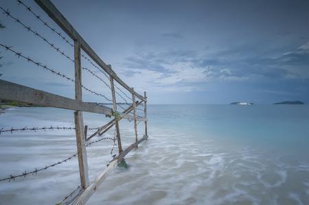 スローモーション海波湯量、サバ州のビーチへのゲートウェイ 写真素材 - 48615132