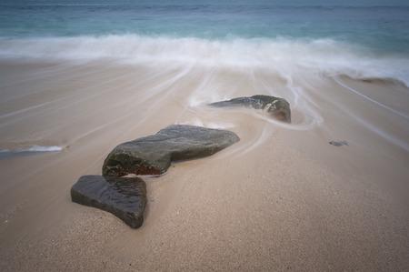 波と海の石 写真素材 - 48615149
