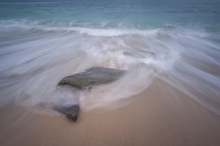 波と海の石 写真素材 - 48615164