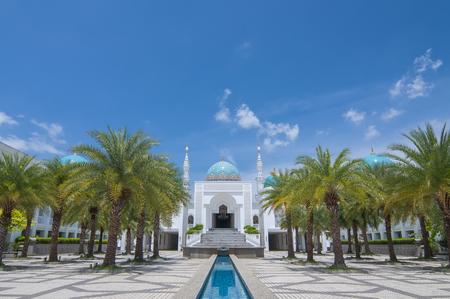 美しいアル Bukhary のモスクは、マレーシアのクダ州アロースターに位置しています。 写真素材 - 48712656
