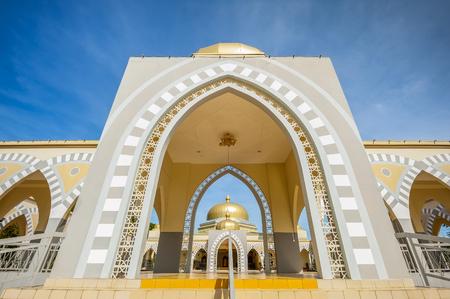メインの入り口で法モスク