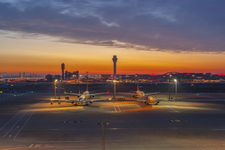 日の出日の入りで 2014 年 5 月 9 日 - 東京都: 東京国際空港