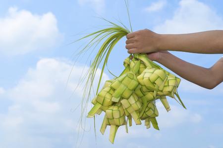 Ketupat (団子)。Ketupat はココナッツの葉から作られた自然米ケーシングです。 写真素材