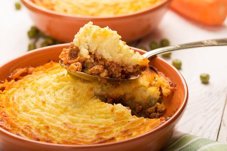 shepherd's pie met aardappelen, vlees en groenten Stockfoto