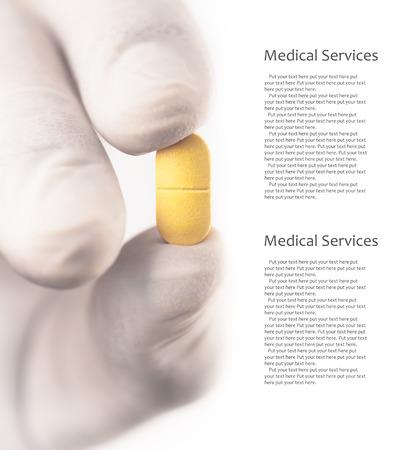 医者は、彼の手の 1 つの錠剤を保持します。写真はコピー スペース 写真素材