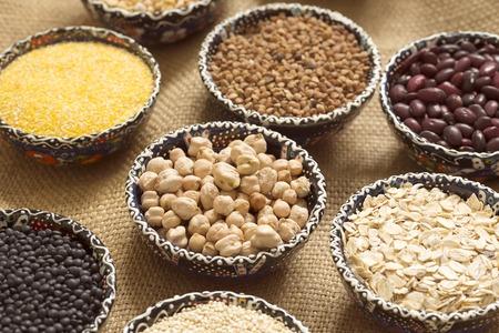 ボーリングの荒布の様々 なカラフルな穀物の選択
