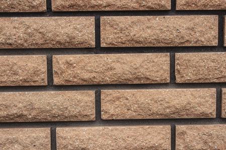 L'arrière-plan contient une vue de la nouvelle brique dans la construction moderne et des clôtures décoratives. Banque d'images