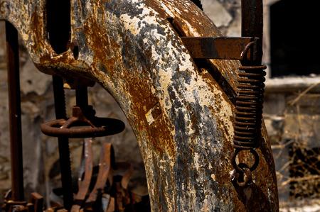 machinery: rusty machinery