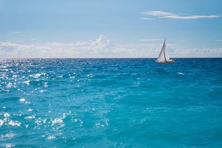 Sailing white boat on the blue crystal sea, in Lefkada, Greece Foto de archivo - 109996605
