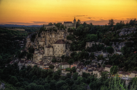 Rocamadour is one of the places MOST Tourists Places in France. The abbey blends With the mountains and descends downhill you reach the bottom of the valley Until.