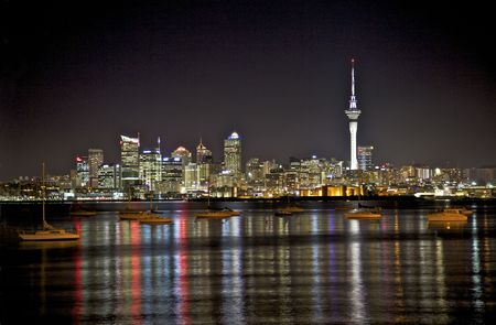 Auckland City skyline at night. Standard-Bild