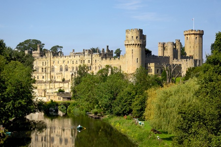 Construido por Guillermo el Conquistador en 1068, el castillo de Warwick es un castillo medieval en Warwick, la capital del condado de Warwickshire, Inglaterra Se asienta en una curva en el río Avon Foto de archivo - 68950560