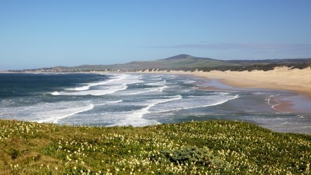 hamlet: The beach at the holiday hamlet of Boknes, in the Eastern Capes Sunshine Coast, South Africa. Stock Photo
