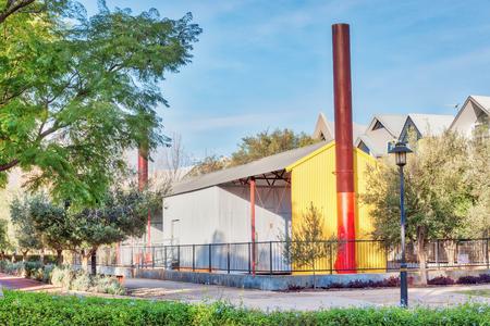 filtración: La cuenca en Subiaco, a las afueras de Perth, en Australia Occidental, funciona como un sistema de filtración de agua para un lago y cerca de un proyecto de arte público hito evironmental.
