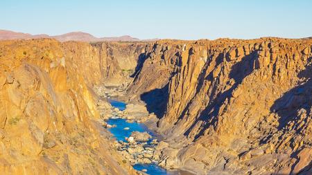南アフリカの北ケープ州の Augrabies 滝国立公園の滝の下のオレンジ川の渓谷。 写真素材