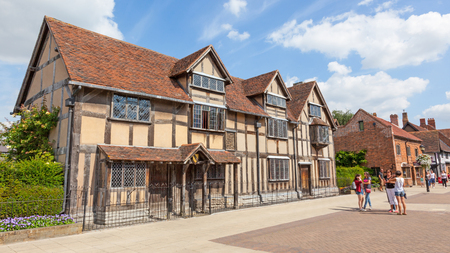 STRATFORD-UPON-AVON, ENGLAND - AUGUST 9, 2012: Shakespeare's Birthplace is a restored 16th-century half-timbered house situated in Henley Street, Stratford-upon-Avon, Warwickshire, England. It is believed William Shakespeare was born here in 1564 and also Reklamní fotografie - 97089400