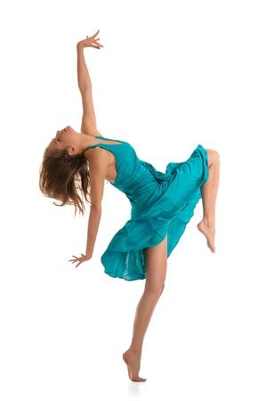 美しい若い女性のダンス