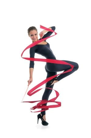 rhythmic gymnastics: mujer baila con cinta roja