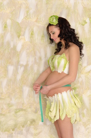 circumference: pregnant woman in cabbage measure your stomach