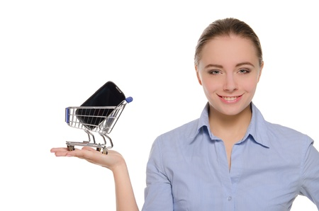 女性の手のひらにトロリーをショッピング スマート フォン