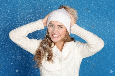 emote: happy woman in winter clothes with snow on blue background