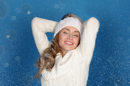 emote: smiling woman in winter clothes with snow on blue background