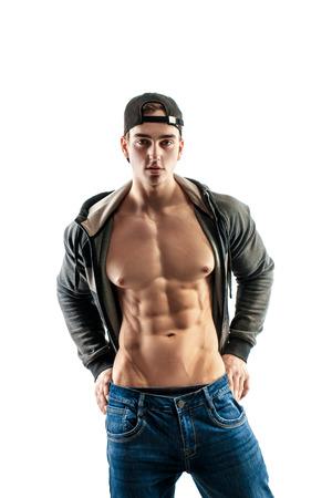 흰색 배경에 포즈 야구 모자에 근육 최고 수준의 잘 생긴 남자. 그의 6 팩 프레스를 보여주는 스톡 콘텐츠