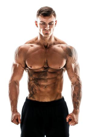 Hombre guapo de nivel súper alto musculoso tatuado posando en estudio aislado sobre fondo blanco Foto de archivo - 87423144