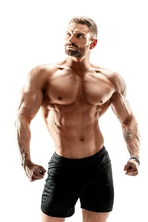 muskulöser super-hoher waagerecht ausgerichteter gutaussehender Mann, der auf weißem Hintergrund aufwirft.