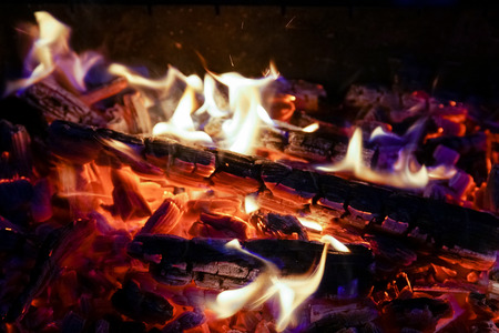 Burning firewood in the fireplace close up, BBQ fire, charcoal background. Charcoal fire with sparks Banque d'images - 110901927
