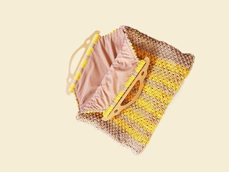 Lined bag worked in two-tone macrame