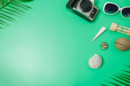 The beach accessories on the green background. Summer is coming concept. vacation and travel concept. copy space. 스톡 콘텐츠