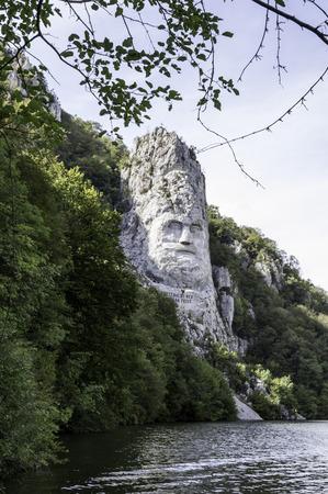 puertas de hierro: Parque Natural de las Puertas de Hierro, director Decebal s tallada en la roca Foto de archivo