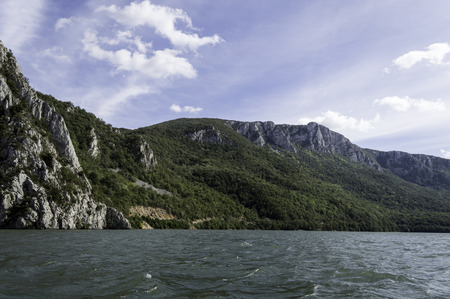 puertas de hierro: Danubio pasa por el Parque Natural de las Puertas de Hierro Foto de archivo