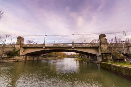 Bega river with arch bridge at sunset. Timisoara city 免版税图像 - 92298606