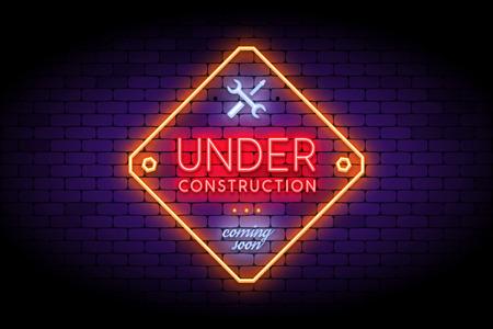 En construction signe dans un style néon branché sur le mur de briques. Effet néon réaliste pour la page du site temporaire. Illustration vectorielle.
