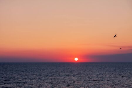 The sunset of the bright summer sun in the sea Reklamní fotografie
