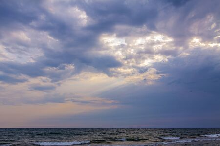 Beautiful blue sky over the sea at sunset. Foto de archivo - 147758141