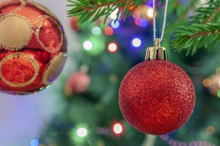 New Year's toys on the background of the Christmas tree and garland Foto de archivo - 149602272