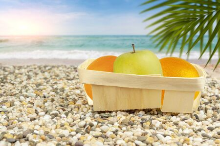 The apple in the package lies on a tropical beach Foto de archivo - 149602851