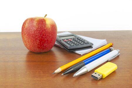 Apple pen notepad calculator lie on the table. Foto de archivo - 150530582