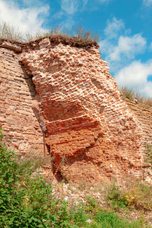 The ruins of the wall of the old Kerp fortress. Foto de archivo