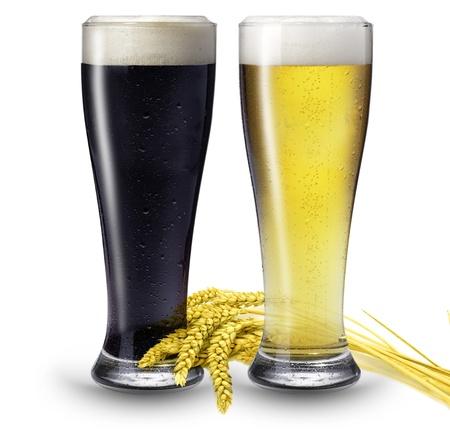 cerveza negra: 2 vasos de cerveza Foto de archivo