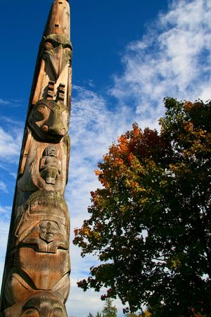 haida indian: Totem Pole in Vancouver