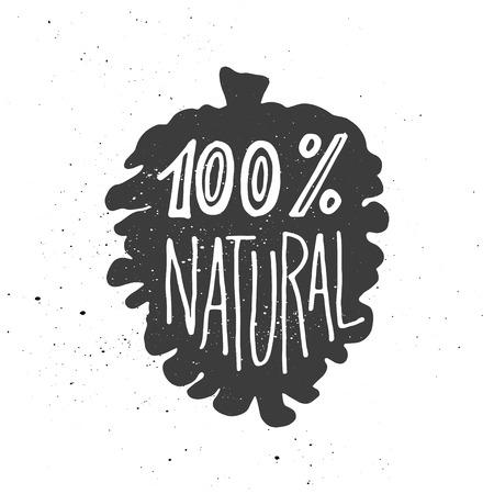 Composition de lettrage. Expression 100 pour cent naturelle inscrite dans la silhouette de cône de pin. Des éclaboussures d'encre sur fond blanc.