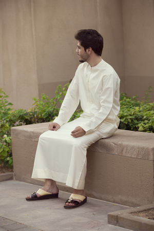 Arab man sit Imagens