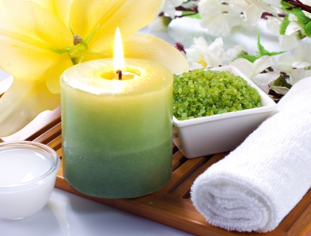 bath cream: aromatherapy with candles sea salt and flowers Stock Photo